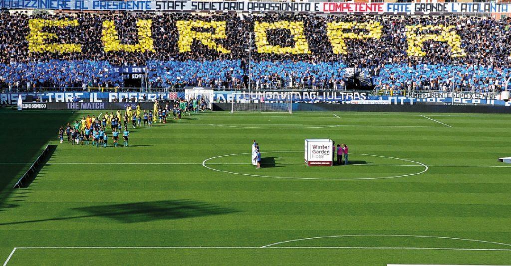 La Curva dell'Atalanta festeggia l'ingresso in Europa League